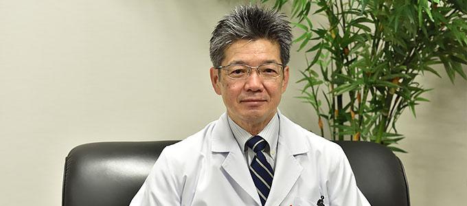 沖縄赤十字病院 院長 髙良 英一